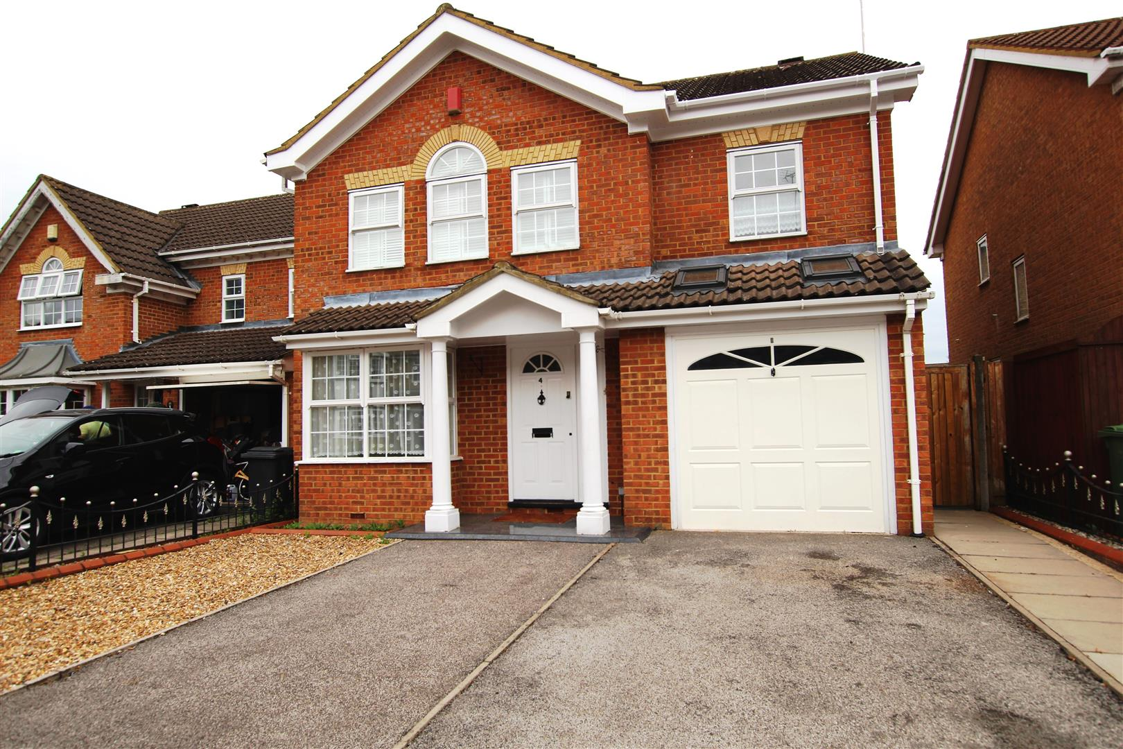 4 Bedrooms Detached House for sale in Printers Way, Dunstable